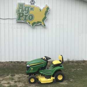 2021 JOHN DEERE X330 Tractors