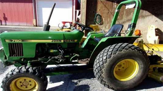 1983 JOHN DEERE 750 Tractors