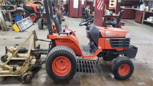 1998 KUBOTA B7300 Tractors
