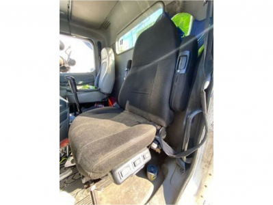 FREIGHTLINER COLUMBIA 120 Seats Attachment