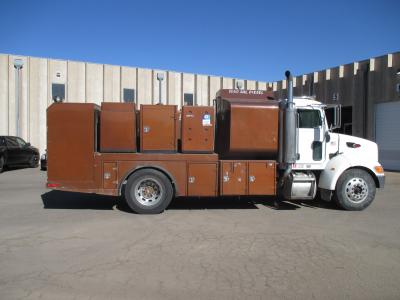 2007 PETERBILT 335 Fuel, Lube Trucks Truck