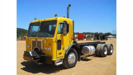 2007 PETERBILT 320 Cab and Chassis Trucks Truck