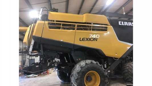 2017 CLAAS LEXION 7400TT Harvesting Equipment